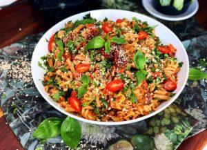Izelle Hoffman – Creamy tomato & garlic pasta salad