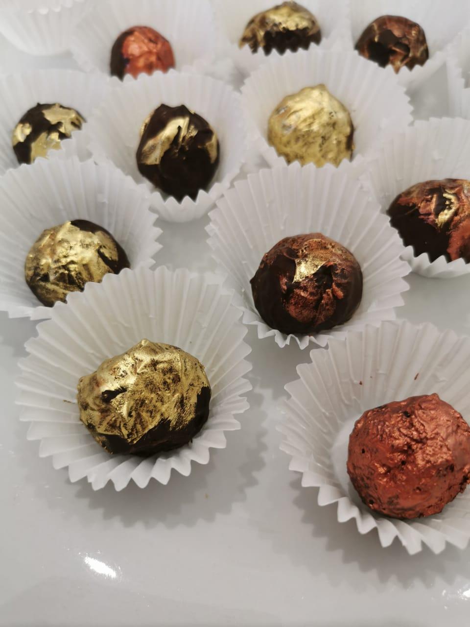 Hennie Fisher – Suiwelvrye Sjokolade- truffels