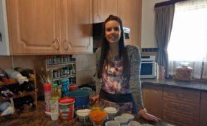 Tinette Jacobson-Wortelkoek cupcakes met Milkybar versiering-12 Junie